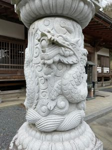 龍尾寺石燈籠龍神